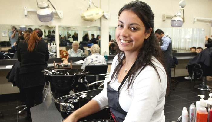 Organize The Tasks And Make Your Client Happier With Salon Management Software