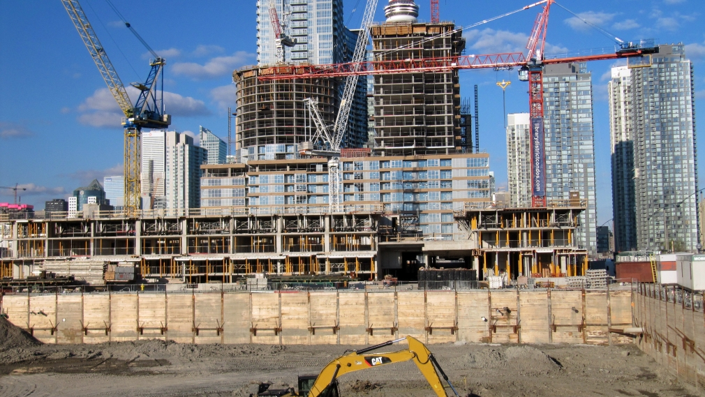 How Construction Field Management Software Reduces Operational Costs